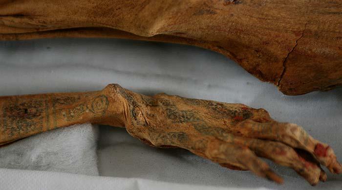 Descubren una momia con tatuajes de la Cultura Moche en El Brujo, Trujillo, Peru