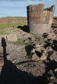 Hallan restos de niño de época prehispánica en chullpas de Sillustani en Puno