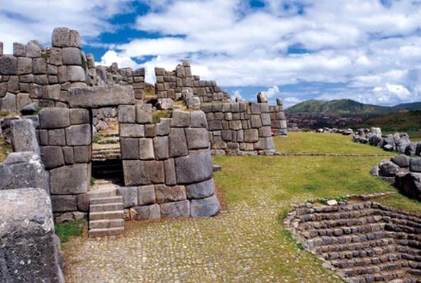 ¿Cuánto dinero se debe presupuestar para la visita a Perú?