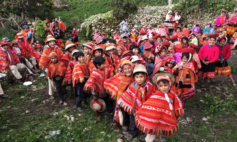 Enseñan técnicas de fotografía a niños de Ruka, Ollantaytambo, Cusco
