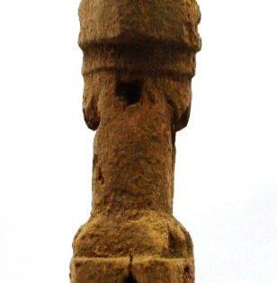 pachacamac-plaza-peregrinos-escultura-perfil