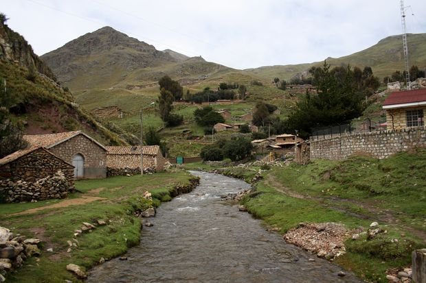 Sacsamarca: Aventura en un pueblo de piedra