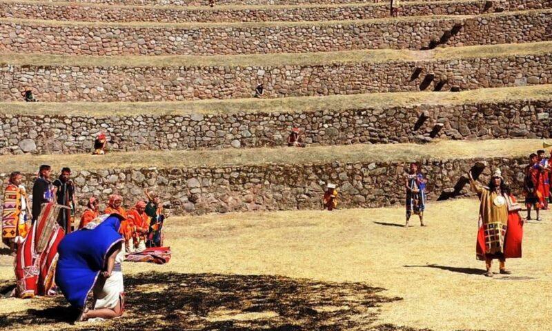 Escenifican rito Inca de ofrenda a la Pachamama Wataqallariy en Moray, Cusco