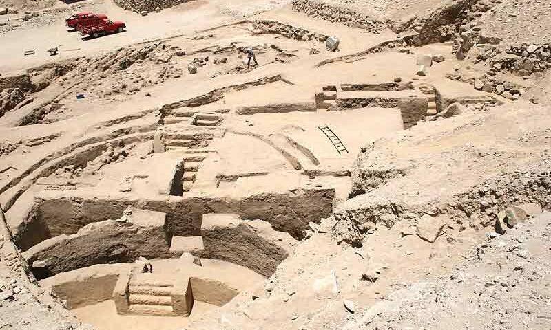 SECHÍN BAJO y la estructura más antigua del Perú